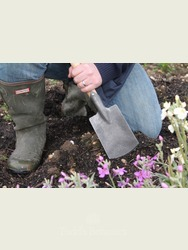 Medium sized Spade Perfect for Raised Beds